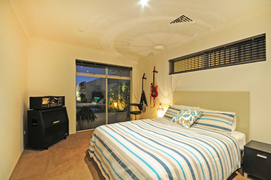 burns-beach-bedroom-pool